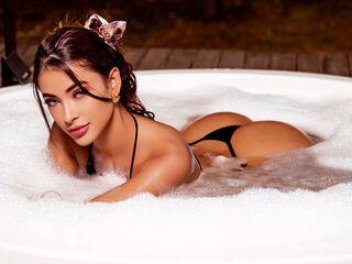 ArianaRoux Cam